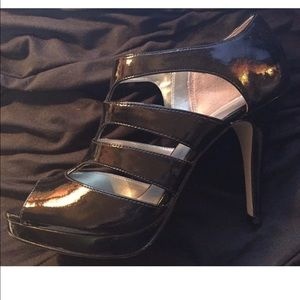 ⚠️Price Firm⚠️City Streets strappy heels size 9